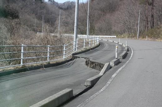 陥没した道路