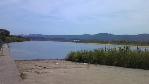 阿武隈川の岸辺(au)